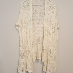 SOMA Crocheted cream-colored detailed Camino!